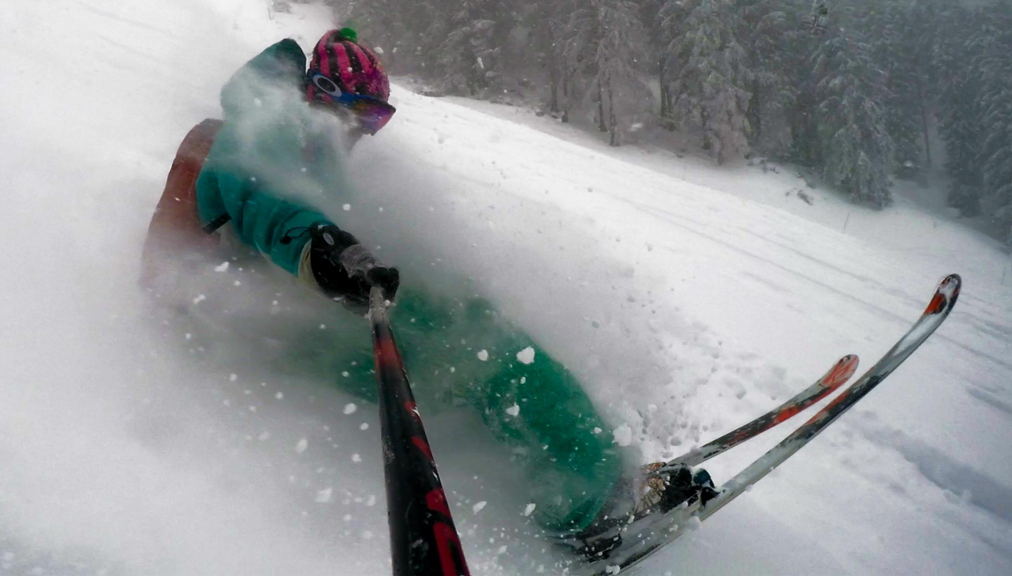 ski dans la poudre en tail press