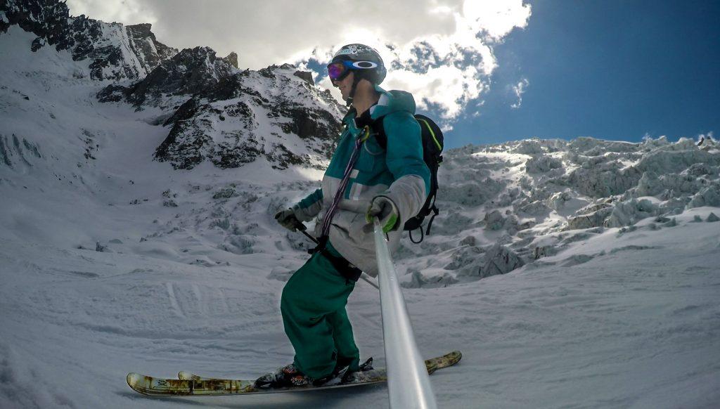 skieur devant seracs du glacier du géant, chamonix, mont-blanc