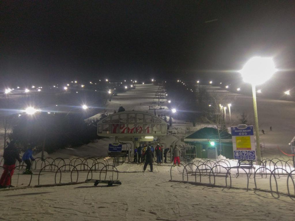 Ski de nui et télésiege de Blue Mountain
