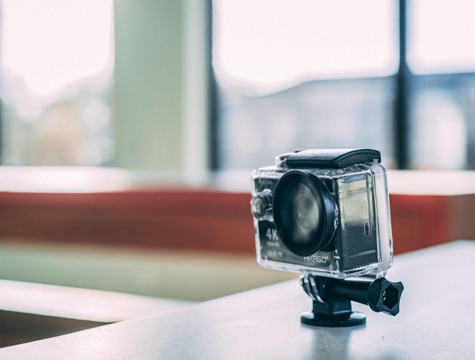Comment faire tenir une caméra sur un casque ?