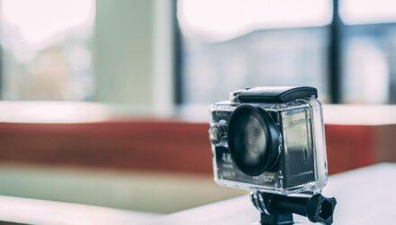 Comment faire tenir une caméra sur un casque ? - Wiki